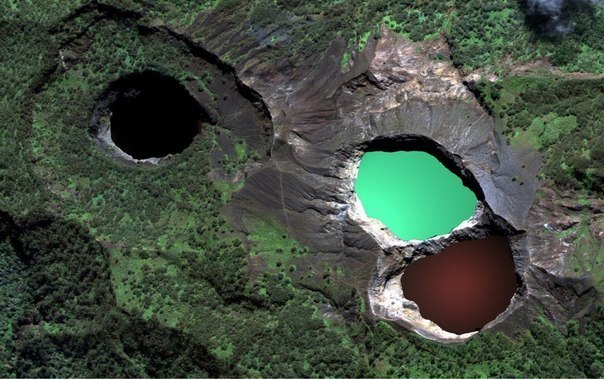 tri-colored-lakes-kelimutu