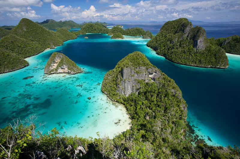 wayag islands travel
